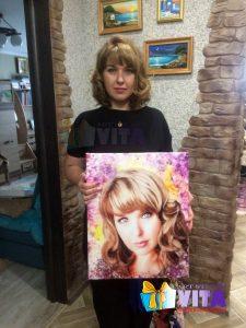 Портрет в стиле Гранж женщина с портретом